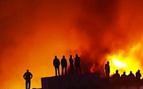 Москва. Пожар на строительном рынке локализован