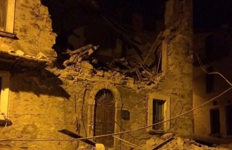 Италия. Мощное землетрясение разрушило десятки домов