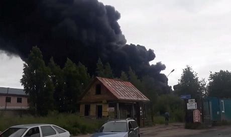 Санкт-Петербург. Ликвидирован пожар на складе площадью 5000 кв.м.