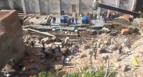 Новосибирск. Обрушение части здания. Под завалами люди